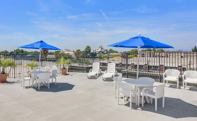 Sun Deck at the Anaheim Desert Inn and Suites